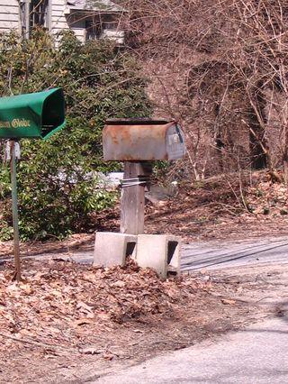 Concrete block stand mailbox 040311
