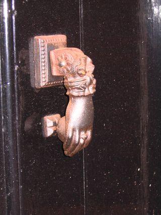 Doorkncoker.jpg